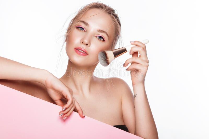 La muchacha fresca hermosa con la piel perfecta, natural compone Cara de la belleza fotografía de archivo