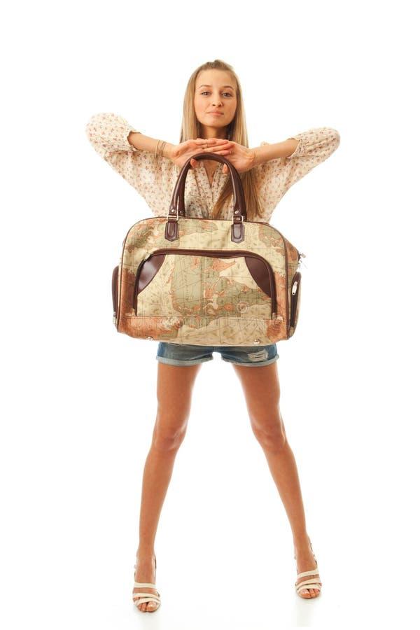 La muchacha hermosa joven con un bolso
