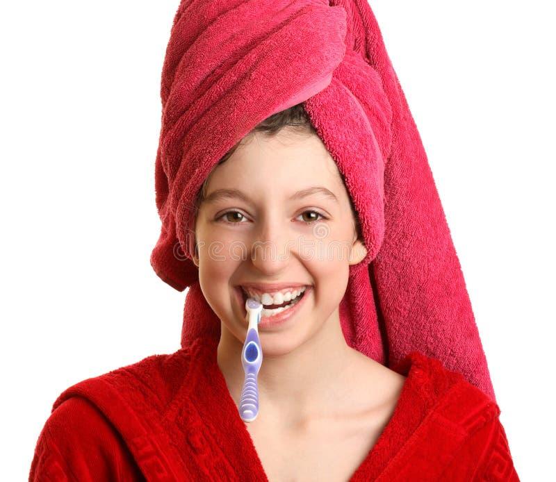 La muchacha limpia los dientes fotos de archivo