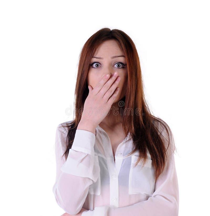La muchacha linda, rubia aterrorizó mirada en el frente imagen de archivo libre de regalías