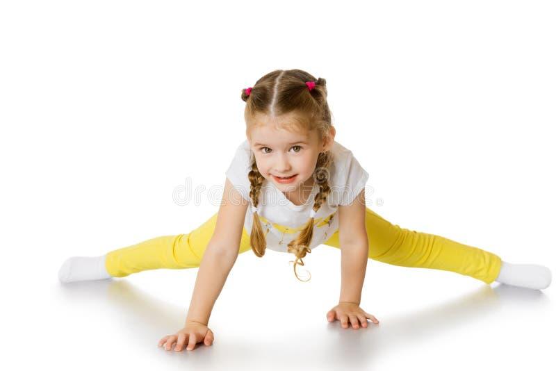 La muchacha se sienta en una guita imagen de archivo libre de regalías