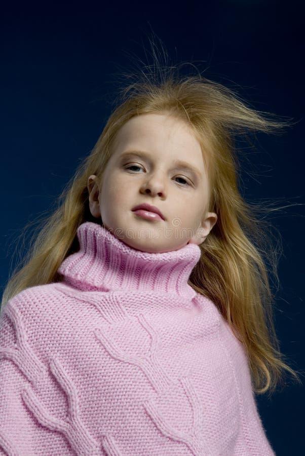 La muchacha tiene gusto de un photomodel imagen de archivo