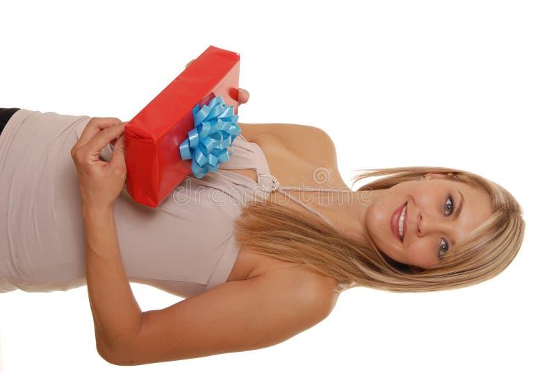 La muchacha y el regalo dos imágenes de archivo libres de regalías