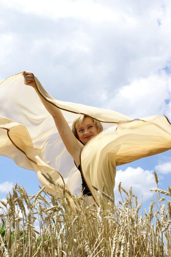 La muchacha y un viento imagen de archivo libre de regalías