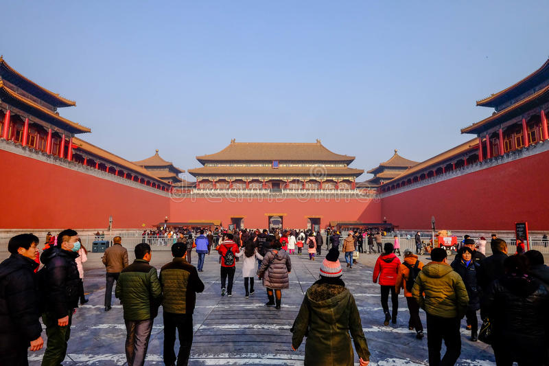 La muchedumbre de turista viene a la ciudad Prohibida foto de archivo