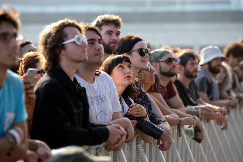 La muchedumbre en un concierto en el festival 2017 del sonido de Primavera imágenes de archivo libres de regalías
