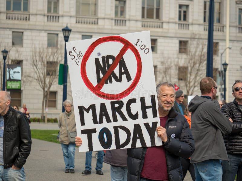 La muestra Anti-NRA en marzo por nuestras vidas se reúne en San Francisco imágenes de archivo libres de regalías
