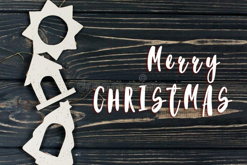 La muestra del texto de la Feliz Navidad en eco simple de la Navidad juega en stylis fotos de archivo