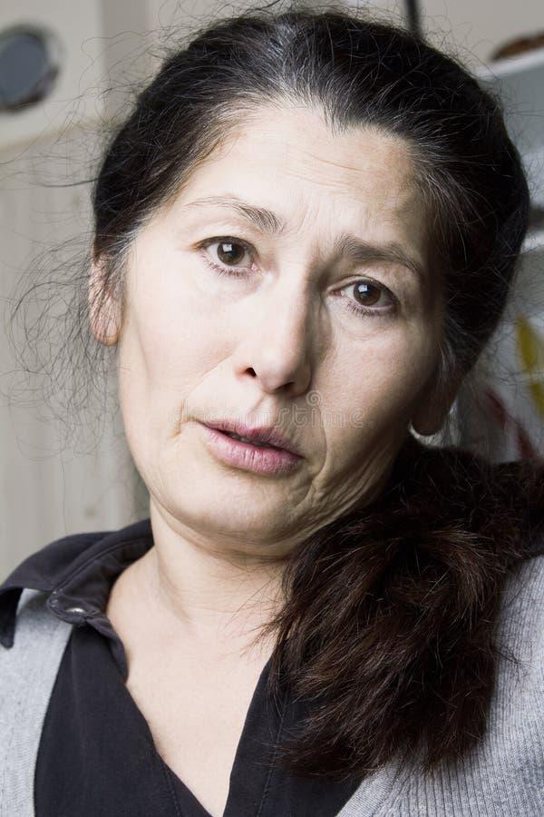 La mujer asiática está teniendo dolor de muelas imagen de archivo libre de regalías