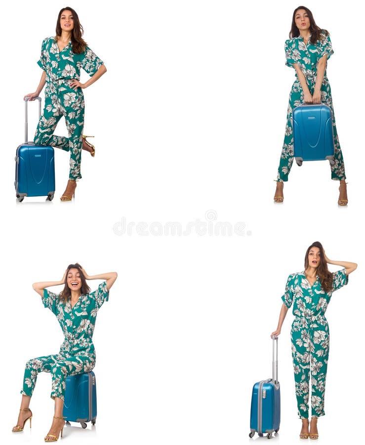 La mujer con los suitacases que se preparan para las vacaciones de verano fotografía de archivo