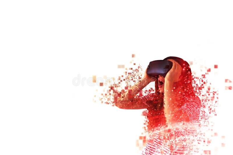 La mujer con los vidrios de VR imágenes de archivo libres de regalías