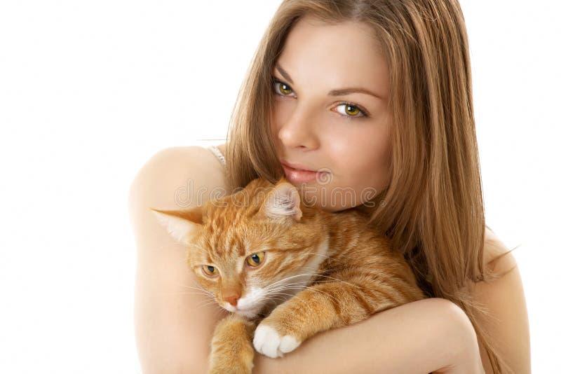 La mujer con un gato imagen de archivo