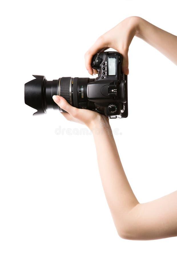 La mujer da a explotación agrícola la cámara profesional de la foto foto de archivo