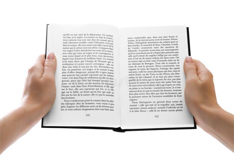 La mujer da sostener un libro abierto sobre blanco imágenes de archivo libres de regalías