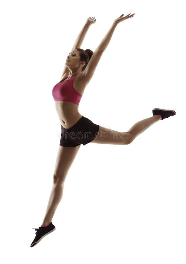 La mujer de la aptitud salta la gimnasia, muchacha de salto del ejercicio del deporte en blanco foto de archivo