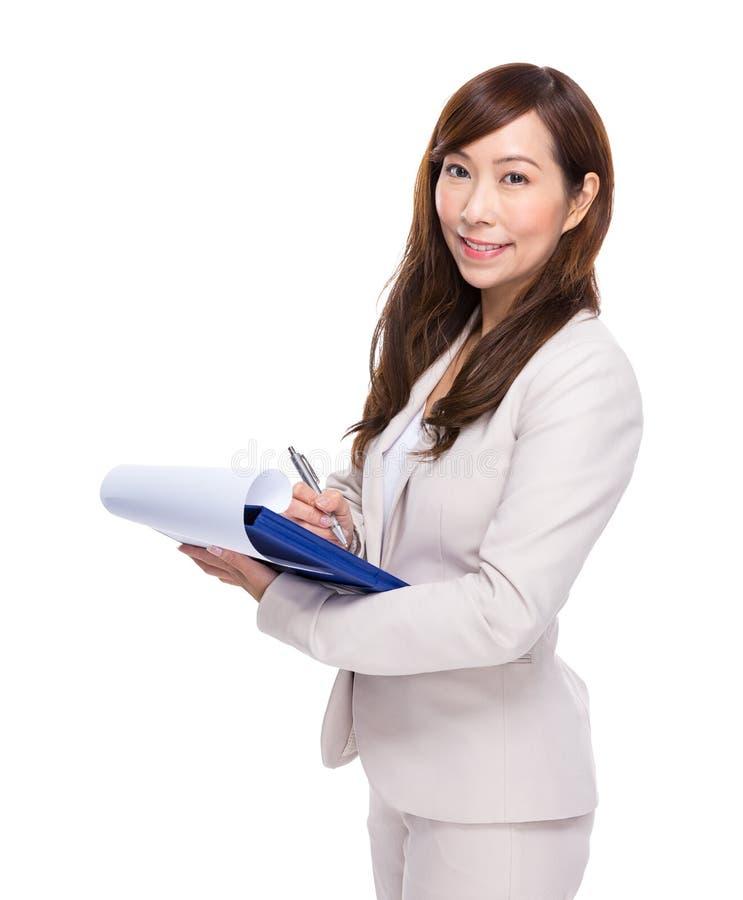 Download La Mujer De Negocios Asiática Escribe En El Cuaderno De Notas Foto de archivo - Imagen de ejecutivo, información: 42442178