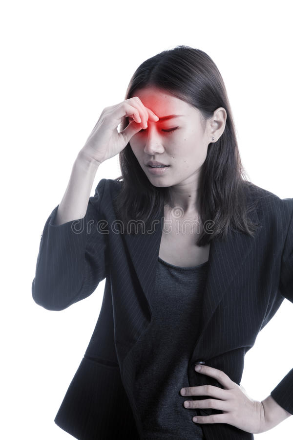 La mujer de negocios asiática joven consiguió enferma y dolor de cabeza imagen de archivo libre de regalías