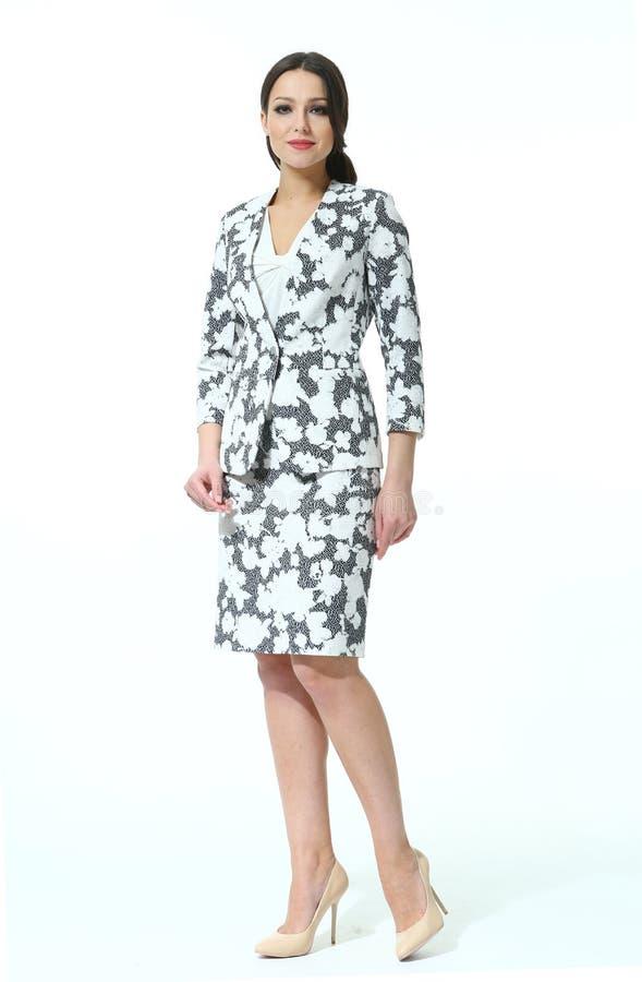 La mujer de negocios en verano imprimió el traje floral de la chaqueta de la falda fotografía de archivo