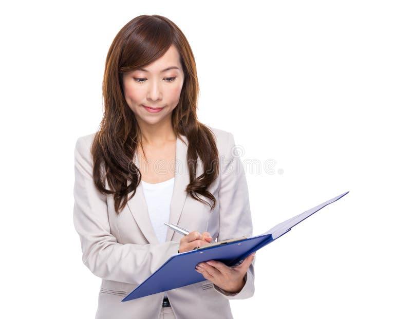 Download La Mujer De Negocios Escribe En El Tablero Foto de archivo - Imagen de edad, chino: 42442184