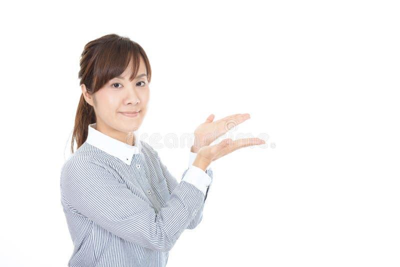 La mujer de negocios muestra la manera fotografía de archivo