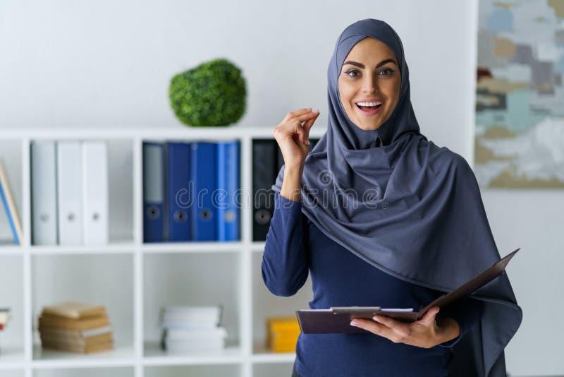 La mujer de negocios tiene una idea fotos de archivo libres de regalías