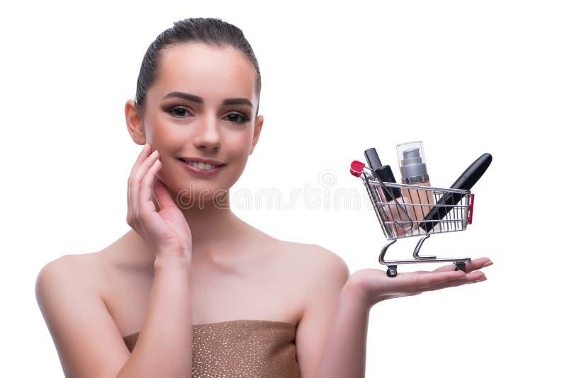 La mujer en concepto de la belleza con compone sostener el carro de la compra imagenes de archivo