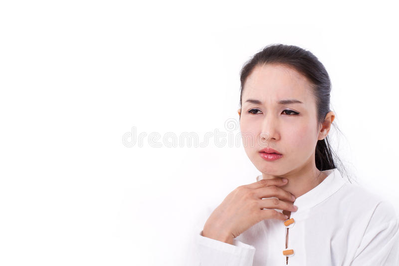 La mujer enferma sufre de la garganta dolorida o del reflujo imagen de archivo libre de regalías