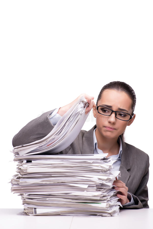 La mujer enojada con las pilas de documento sobre blanco fotos de archivo libres de regalías