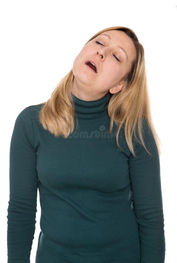La mujer es el levantarse el dormitar fotografía de archivo libre de regalías