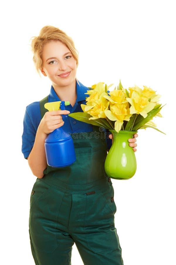 La mujer está entrenando como un florista o jardinero fotos de archivo libres de regalías