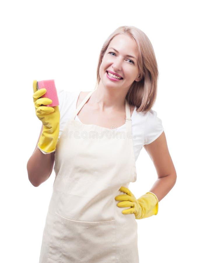 La mujer hermosa que hacía el quehacer doméstico en guantes con la esponja aisló o fotos de archivo libres de regalías