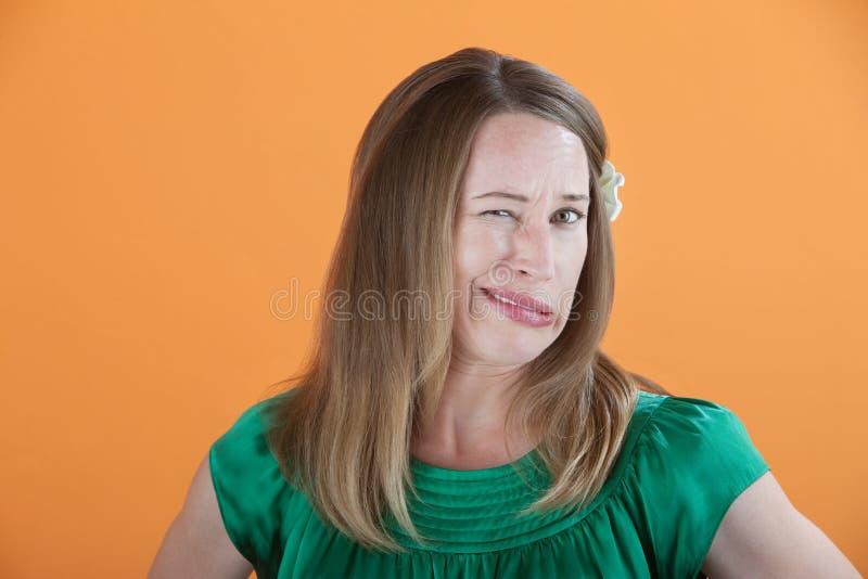La mujer incurre en una equivocación foto de archivo libre de regalías