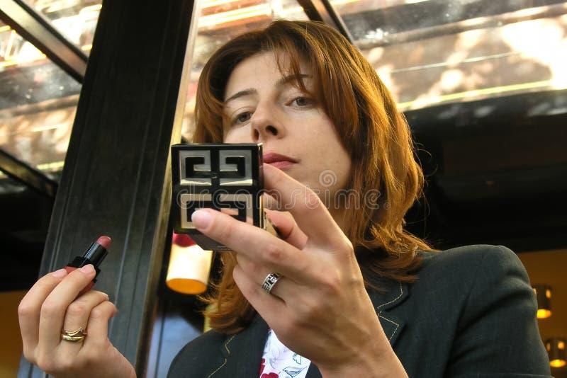 La mujer joven compone fotos de archivo