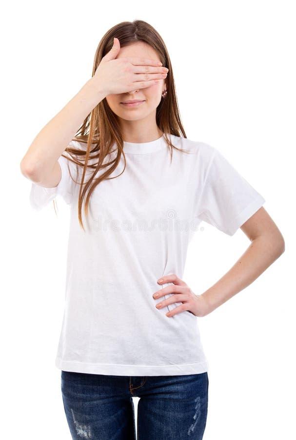 La mujer joven cubre ojos con la mano fotos de archivo