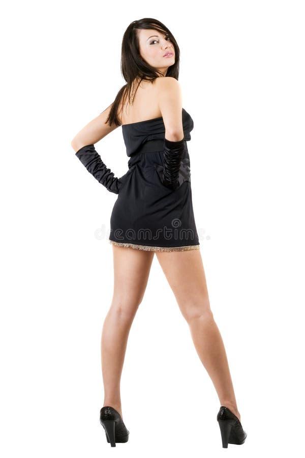 La mujer joven en una alineada negra fotos de archivo