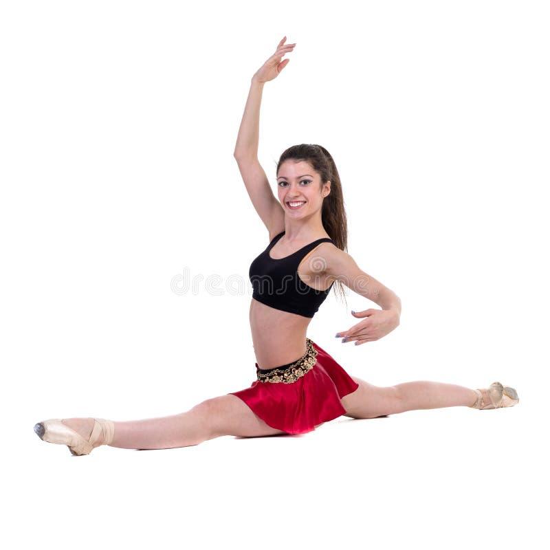 La mujer joven hace ejercicio aislada en blanco fotografía de archivo libre de regalías