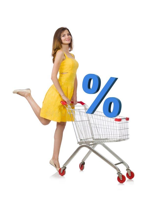 La mujer joven que hace las compras aisladas en blanco imagen de archivo