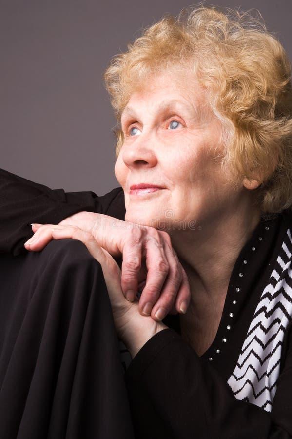 La mujer mayor. imagen de archivo libre de regalías