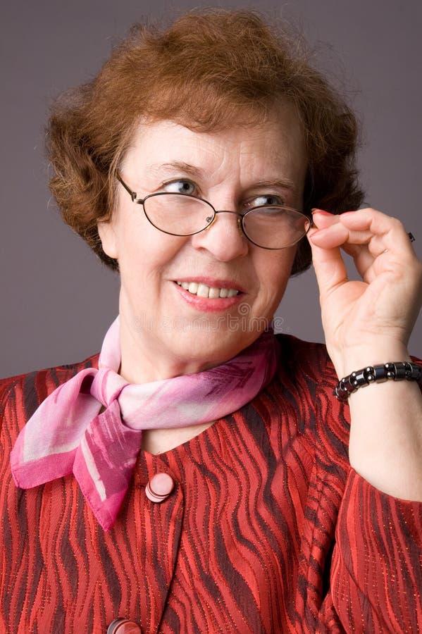 La mujer mayor agradable. foto de archivo