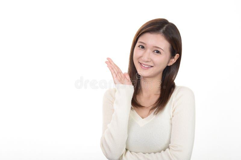 La mujer muestra la manera fotografía de archivo