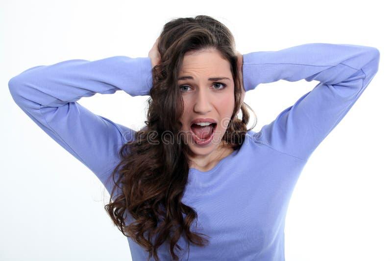 La mujer no puede colocar ruido fotos de archivo libres de regalías