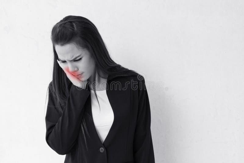 La mujer sufre de dolor de muelas imágenes de archivo libres de regalías