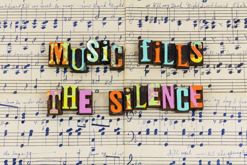 La musique remplit silence silencieux photo libre de droits