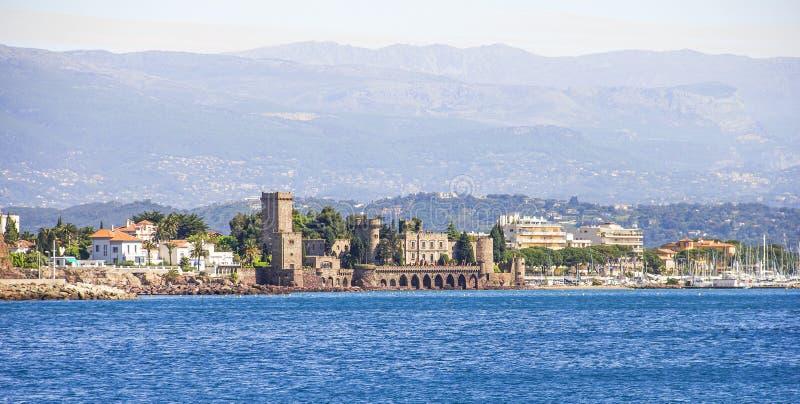 La Napoule und das Schloss vom Meer stockfoto