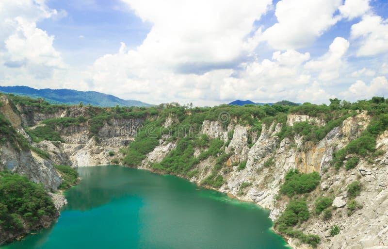 La natura del paesaggio scenica di Grand Canyon Chonburi con cielo blu ? vecchia estrazione mineraria della roccia a Chonburi del fotografia stock libera da diritti