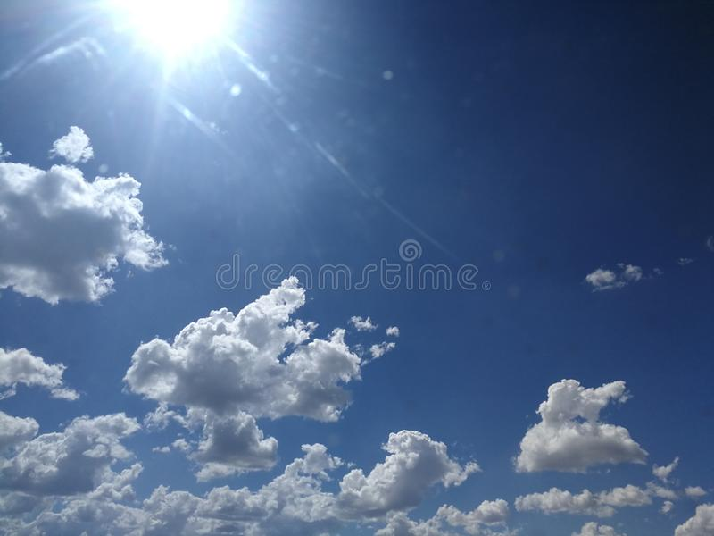 La natura si appanna i cieli fotografia stock