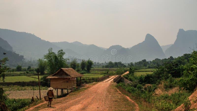 La natura stupefacente e la formazione carsica intorno al vieng del vang, provincia di Vientiane, Laos immagine stock