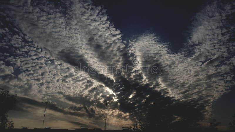 La naturaleza se nubla puestas del sol fotografía de archivo libre de regalías