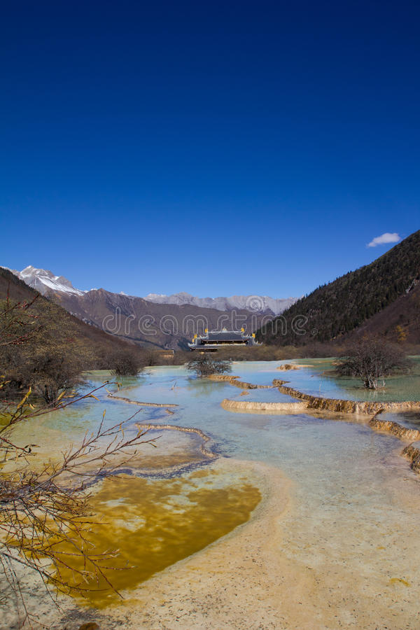 La nature de voyage beaucoup mettent en commun au huanglong, Chine photo libre de droits
