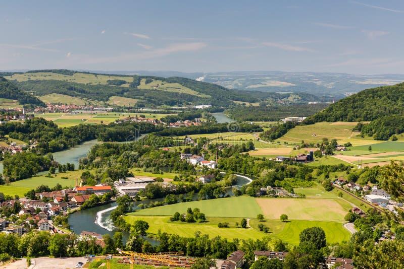 La nature donnent sur avec des rivières en Suisse photographie stock libre de droits